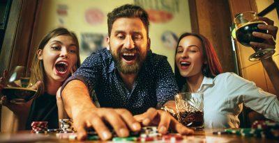 Kiinalaista kansanperinnettä Mahjong-pelin parissa